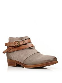 Moda in Pelle Crysi ankle boots