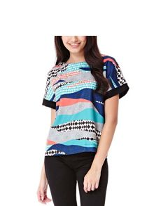 Yumi Graphic Printed Shell Top