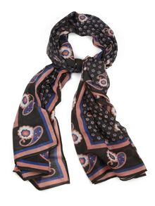 Paisly print scarf.