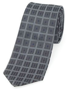 Contemporary tie