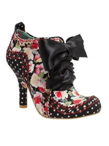 Abigails party round toe stilleto lace up boots