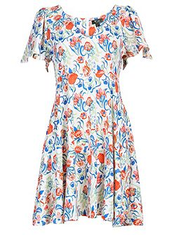 Flared short sleeves dress