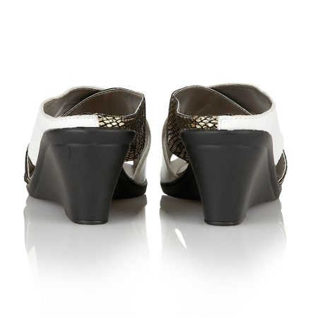 Lotus Trino casual sandals