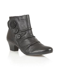 Brisk ankle boots