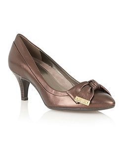 Naturalizer Guiliana court shoes