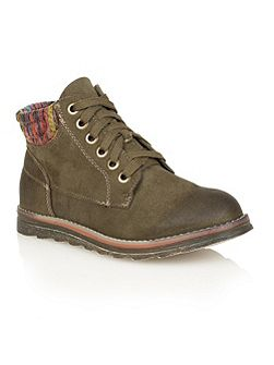 Akai ankle boots