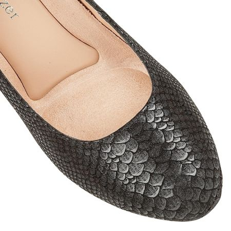 Naturalizer Michelle court shoes