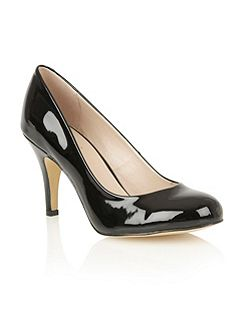 Izzile court shoes