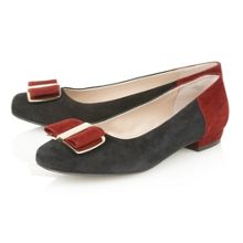 Sessile court shoes
