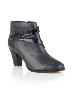 Thore leather ankle boots
