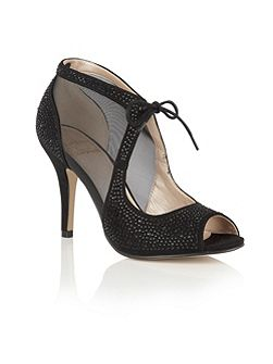 Vanille diamante court shoes