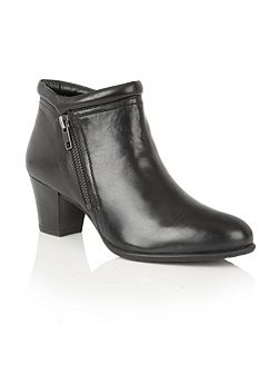 Ivoire ankle boots