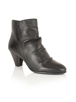 Lausanne ankle boots
