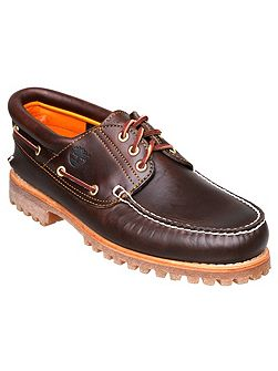 Cleated boat shoe