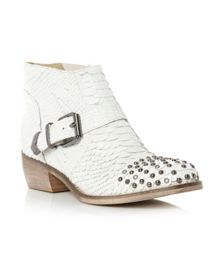Pendy stud toe strap detail boots