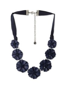 bella flower necklace