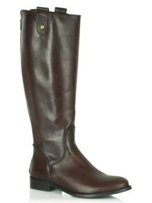 Shapes flat riding boots