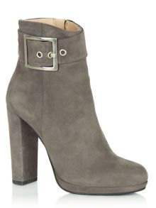 Earlybird  block heel ankle boots