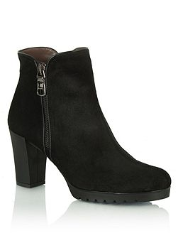 Commited heeled ankle boots