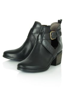 East street cut out side ankle boots