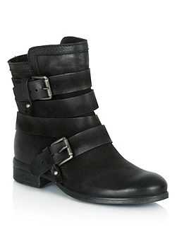 Marvelous buckle strapped ankle boots