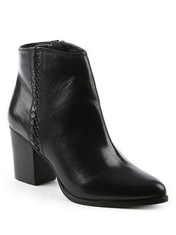 Victorina pointed toe ankle boots