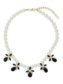 Pearl necklace with enamel flowers