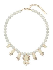 Pearl necklace with enamel hangings