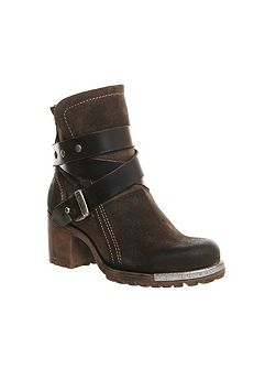 Lok strap ankle boots