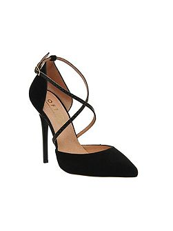 Trapped strap point court heels