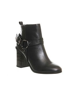 Lana smart harness boots