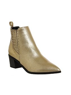 Logical pointed chelsea boots