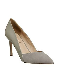 Freak out point court heels