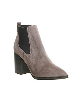 Logan point chelsea boots