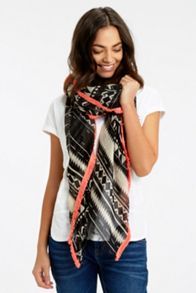 Oasis Deco Graphic Tufted Scarf