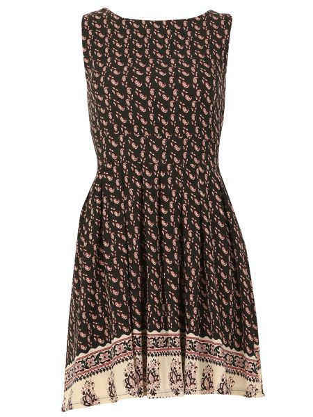 TENKI Sleeveless Paisley Print Skater Dress