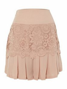 Crocheted lace pleated shorts