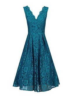 Scalloped V Neck Lace Prom Dress