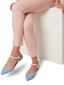 Hobbs Rose Twist Flat