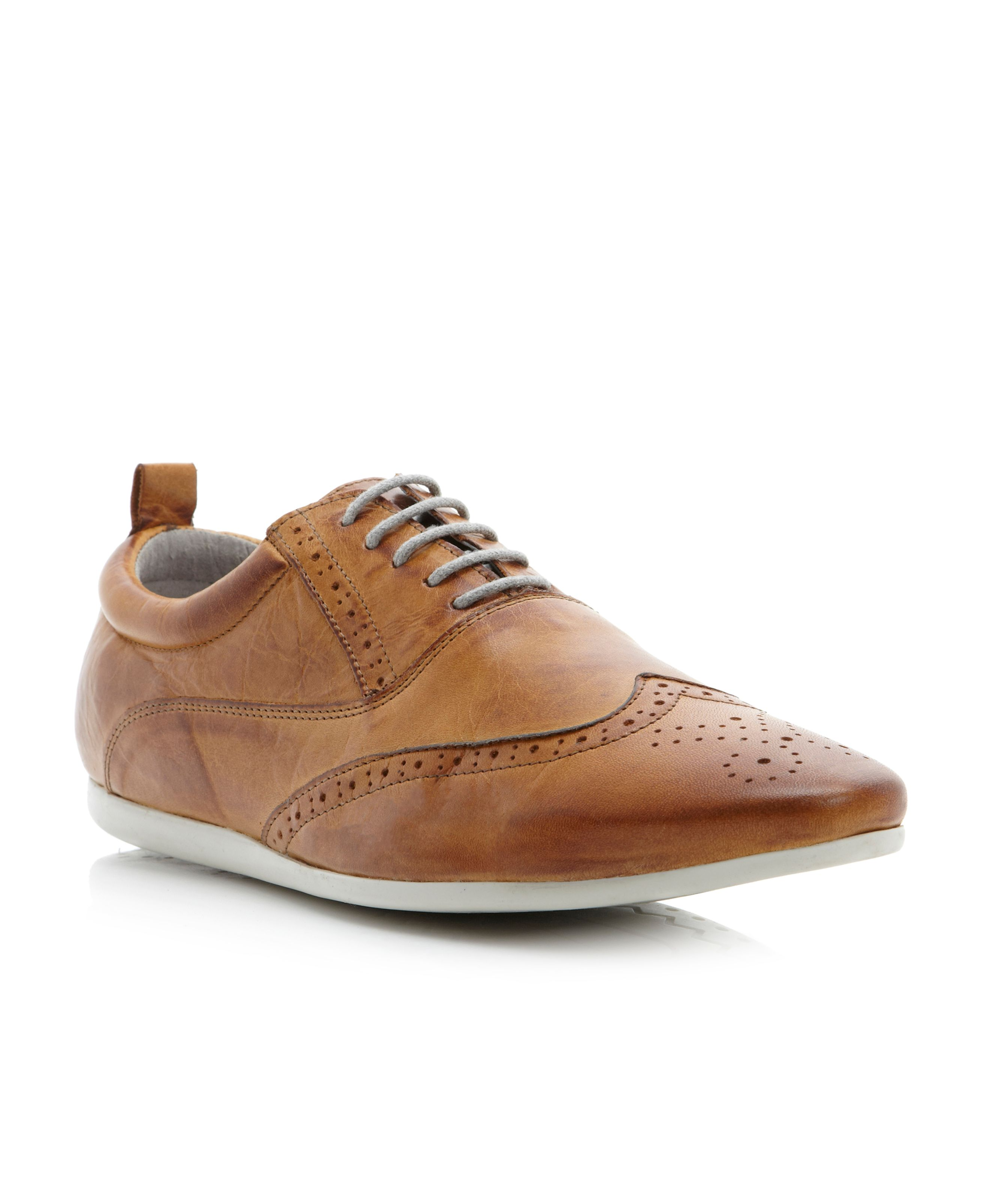 Curiously wingtip casual laceup brogues