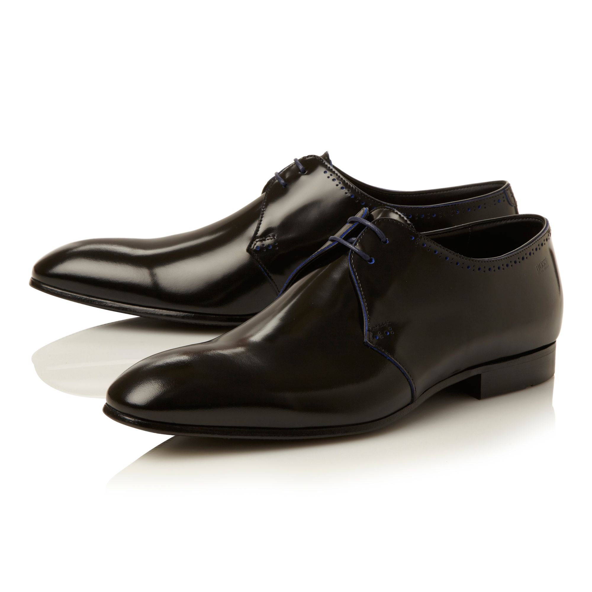 Tussen contrast edging punch detail shoe