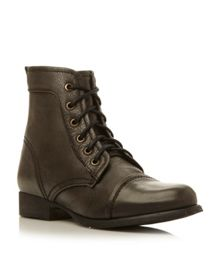 Steve Madden Tundra lace up ankle boots