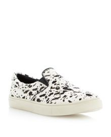 Ecentric slip on sneakers