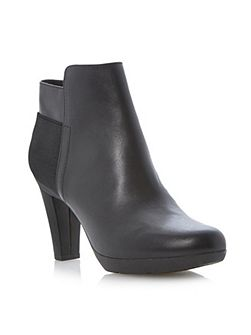 Inspiration back ankle boot