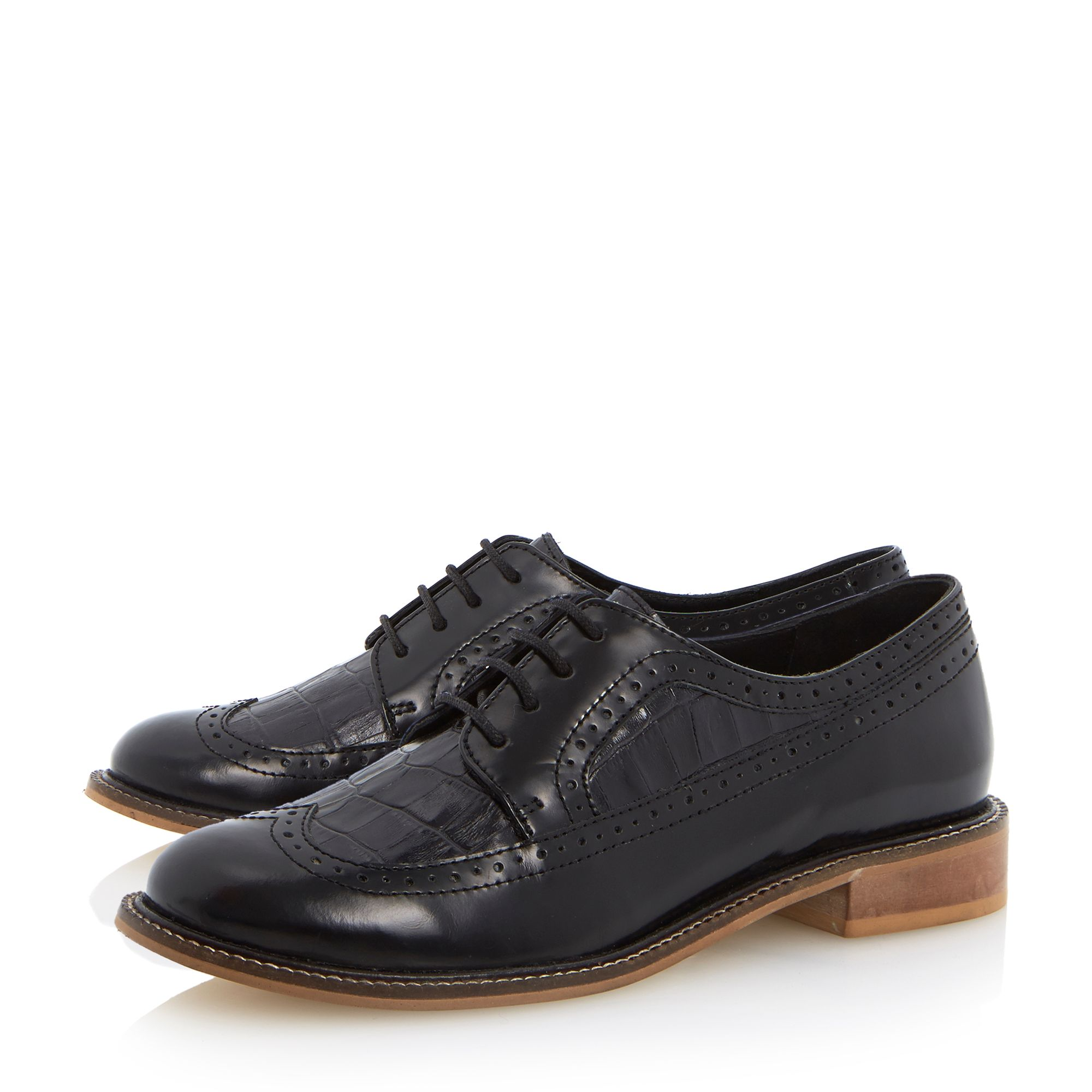 Lacker wingtip detail lace up shoes