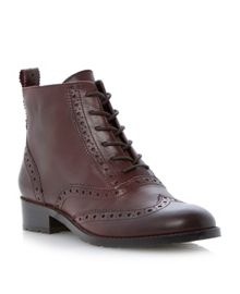 Peron-brogue shoes boots
