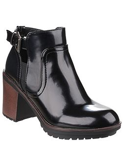 Reese buckle fastening boots