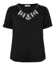 Embellished necklace quilted t shirt