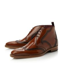 J941 wingtip detail leather boots