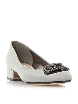 Beebie jewel trim court shoes